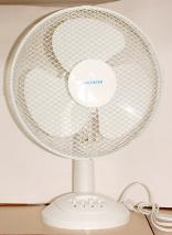 EWI MT12 table fan