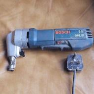 Milwaukee N2220 Nibbler for 220-240 Volt/ 50-60 Hz