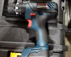 Bosch HDS18102L220 220V 18V Brushless 1/2 Inch Hammer Drill/Driver Kit