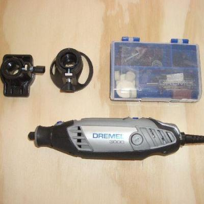 Dremel 3000-15 Multitool, 130 W, 15 Accessories 220 volts 50HZ NOT FOR USA