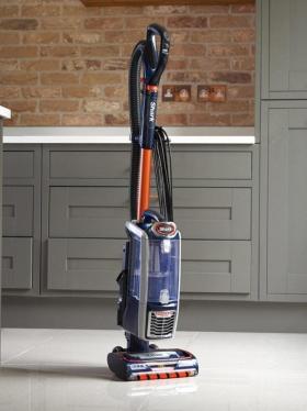 Shark NZ801UKT Upright Vacuum Cleaner Powered Lift-Away 220 VOLTS NOT FOR USA
