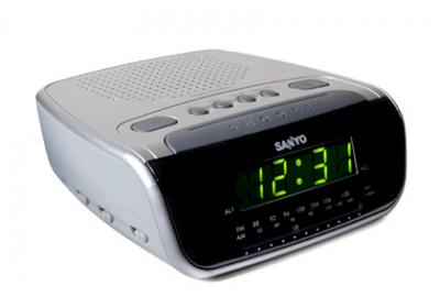 SANYO RM6860 ALARM CLOCK RADIO FOR 220 VOLTS