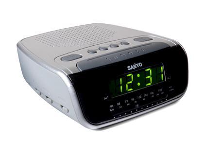 sanyo rm6860 alarm clock radio for 220 volts 220 volts appliances 110 220. Black Bedroom Furniture Sets. Home Design Ideas
